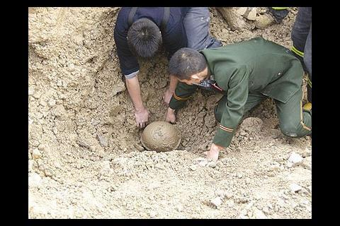 Chinese worker rescued after being buried alive